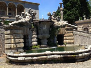 b_300_0_16777215_00_images_monumenti_giardini-fontana-fiumi.jpg