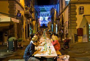 Tavolata per Cena davanti a Palazzo Farnese