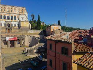Prospettiva della facciata principale del Palazzo Farnese