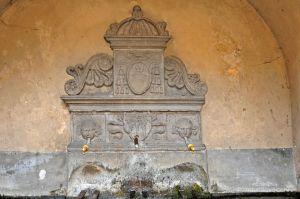 Al centro lo stemma dei Della Rovere, sopra quello dei Riario