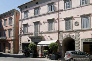 b_300_300_16777215_00_images_monumenti_palazzo-moscheni-facciata.jpg