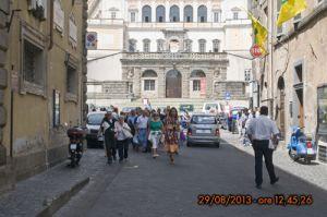 Gruppo di turisti in centro