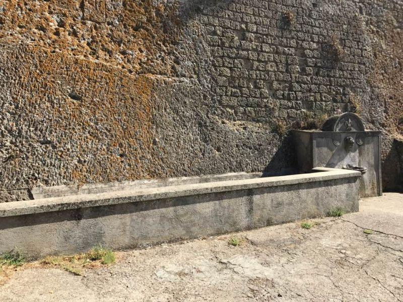 b_800_600_16777215_00_images_monumenti_fontanone.jpg