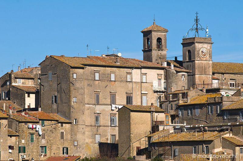Veduta del Palazzo Riario da est, e sulla destra le torri campanarie del Duomo