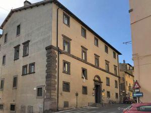 b_300_300_16777215_00_images_monumenti_palazzo-ospedale-facciata.jpg
